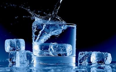 Яка вода швидше перетвориться на лід: гаряча чи холодна?